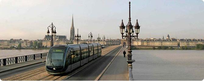 Image-tram-pont-de-pierre-panorama_670.jpg